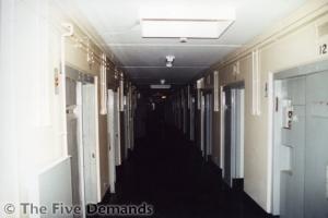Corridoio dell'H-Block 4 (fotografia di Salvatore Di Noia)