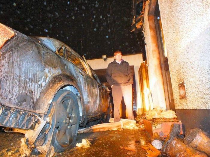 L'abitazione di Willie Frazer dopo l'attacco