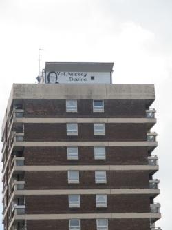 Belfast - Hunger striker in cima ad un palazzone di New Lodge