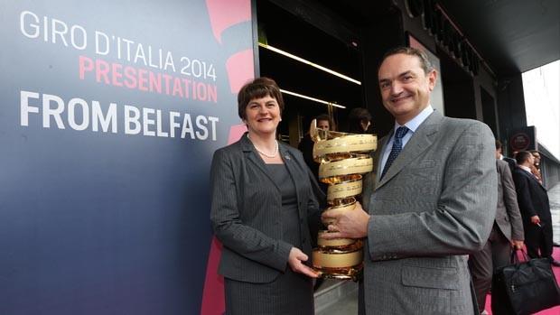 Giro d'Italia 2014 - Arlene Foster con Riccardo Taranto alla presente ufficiale dell'evento sportivo