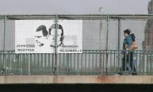 Il cartellone eretto sulla Westlink a Divis, Belfast