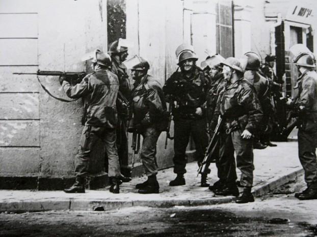 Parachutes in Derry, 31.01.1972