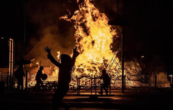 belfast-bonfires-003