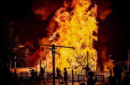 belfast-bonfires-23 (1)